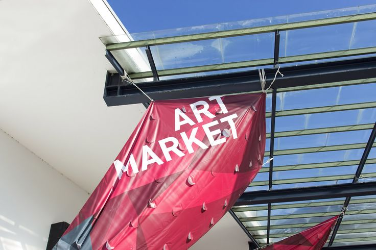 Az tanév után a múzeumi szezon is elindult az iskolában, amit a hagyományoknak megfelelően az Art Market és az Art Photo Budapest kortárs művészeti vásárok meglátogatásával nyitottunk meg. #artmarket #topschool #grafikus #okj #artfair #contemporaryart #contemporary