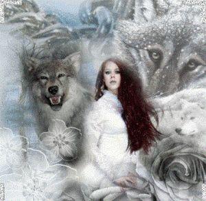 """Pentru traci, Bendis (al cărei nume a fost tradus prin """"cea care leagă"""") era zeiţa Lunii, a codrilor, a nopții, a fertilității, a dragostei și a farmecelor. Apelativul ei era Basileie în greacă sau Regina în latină. În cele câteva statuete descoperite pe teritoriul dacilor, zeița poartă o suliță în mâna stângă și o cupă de sacrificiu în cea dreaptă."""