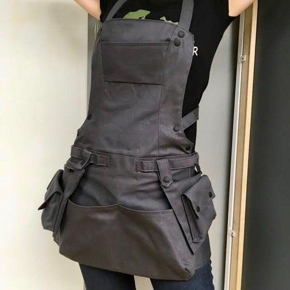 Canvas Bionic Apron with Cargo Pockets Woman at Work