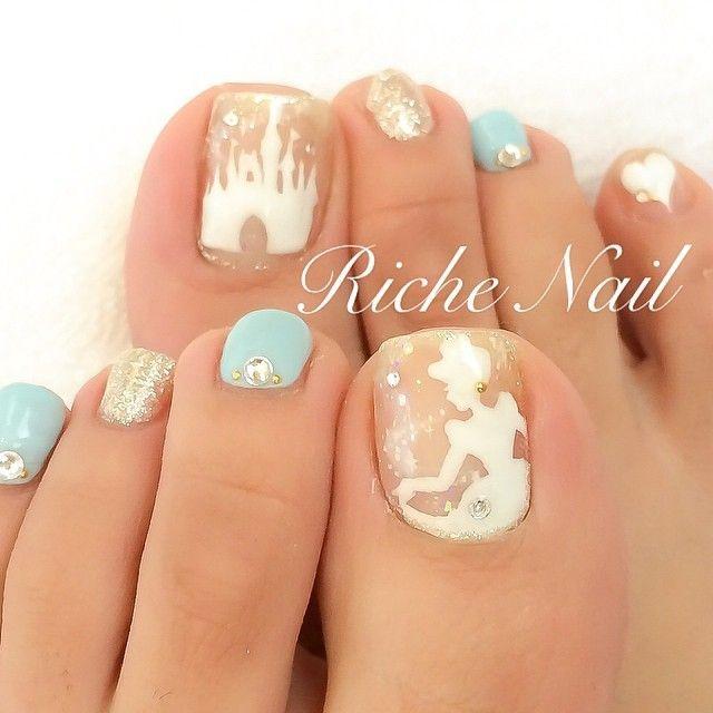 指先からお姫様気分になれちゃう♡大人可愛いシンデレラ風ネイル | by.S  #white #blue #Cinderella #nail