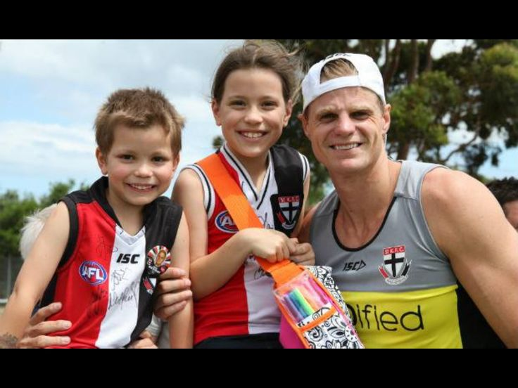 Nick Riewoldt and fans at Moorabin