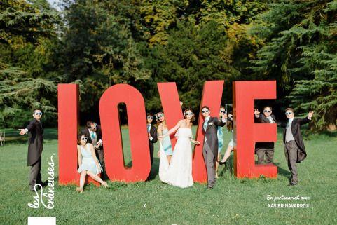 Mariage littéraire en bleu Tiffany. Loiret. Château de Changy. Love. Photo de groupe. ©Les crâneuses, wedding planner & designer.