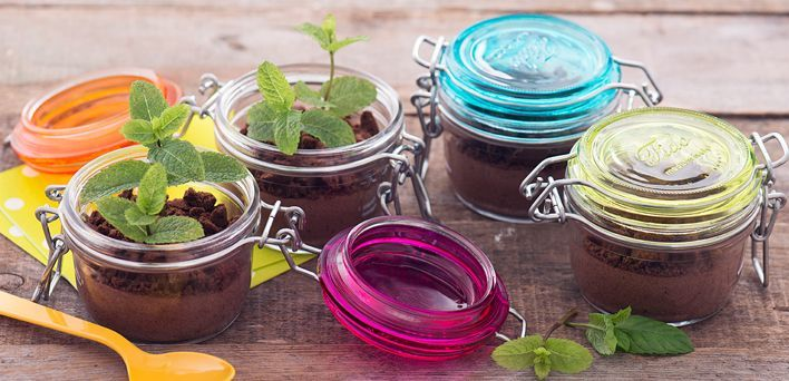 Budino nei vasetti.  Per leggere la ricetta: http://myhome.bormioliroccocasa.it/myhome/it/home/spazio-alle-idee/mani-in-pasta/budino-nei-vasetti.html