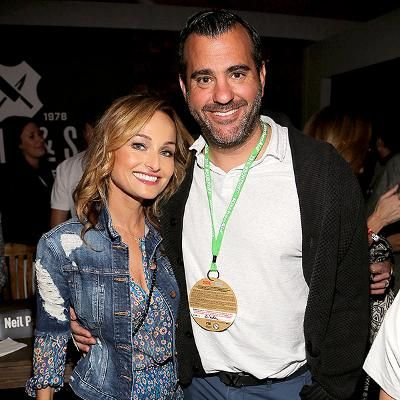 Hot: Giada De Laurentiis and Boyfriend Shane Farley Share Laughs and Burgers inMiami