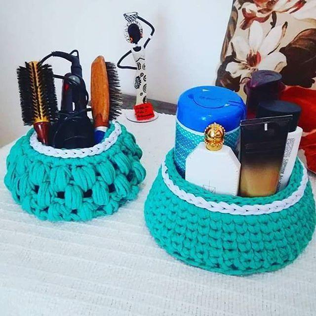 [ Kit de Banheiro p/ Cosméticos e Perfumes 💄💐] ▪ Fazendo nas cores de sua preferência. Pedidos e Info: Direct / WhatsApp 11-96264-3157 🙎 @artes_davida2_artesanatos #fiodemalha #criatividade #cestodemalha #portacoisas #cachepot #cachepôs #lavabo #organizador #kitbanheiro #casaclaudia #crochedemalha #cestacroche #decoresuacasa #decor #cesto #trapillo #decoration #decorar #crochemania #crochetdesign #feitoamão #cestos #maxicroche #cestacrochet #decoracao #organizacao #portatudo #homedecor…