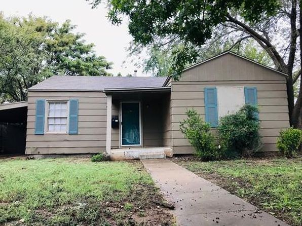 2505 22nd St Lubbock Tx 79410 Zillow Lubbock House Renting A House Townhouse For Rent