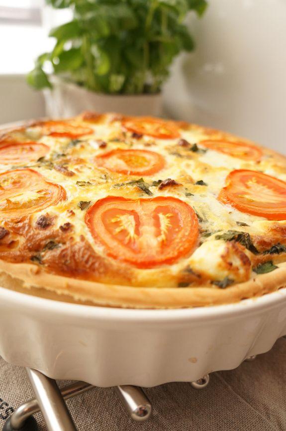 Hartige taart met geitenkaas, mozzarella en spinazie