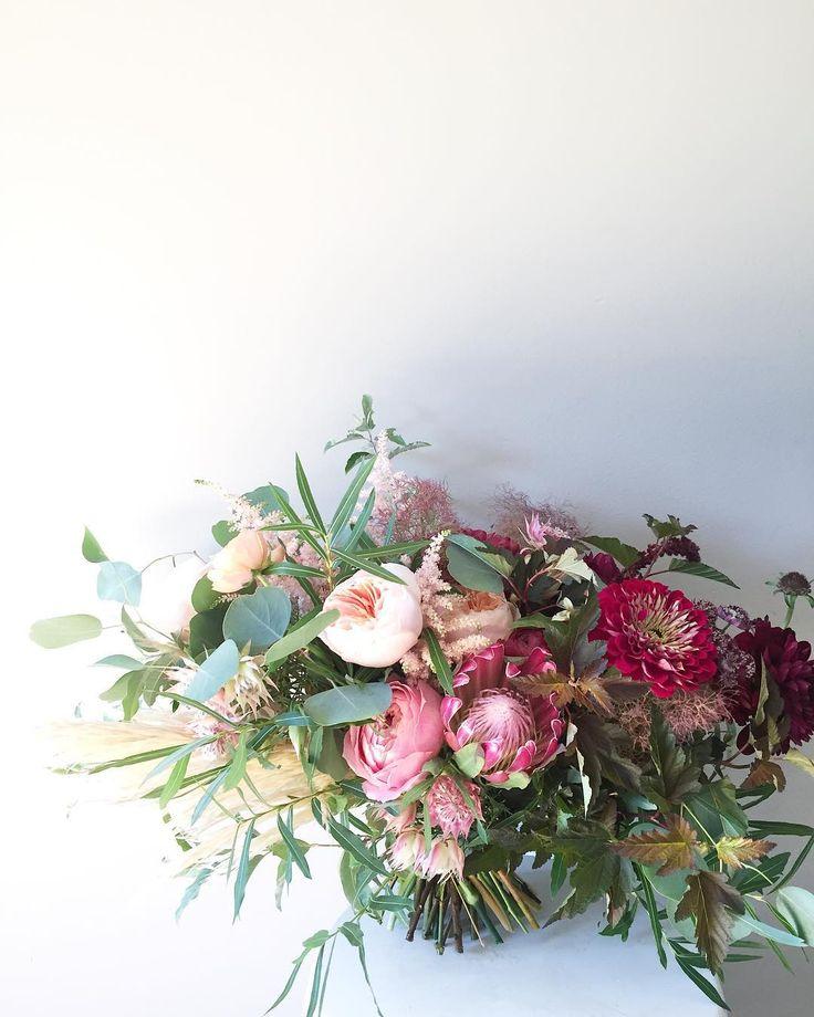 t e x t u r e . . . . . #wildgreenyonder #bouquet #bohemian #wedding #protea #gardenrose #pampasgrass #bridalbouquet #virginiaflorist #virginiawedding #virginiaweddingflowers #naturalwedding #bohowedding #bohobride #zinnia #dcweddingflorist #dcflorist #organicwedding #dsfloral #weddingflowers #gardenstyle #fineartflowers