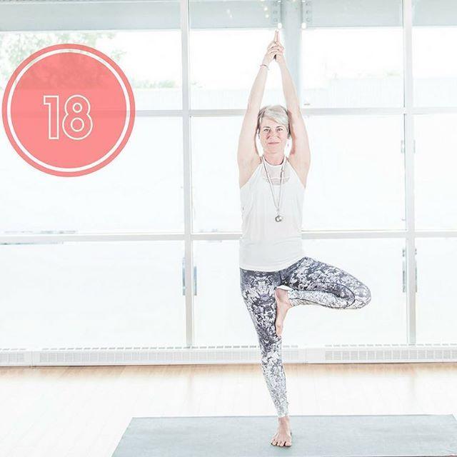 C'est une posture qui nous défie autant mentalement que physiquement et qui nous aide à cultiver une tranquillité et une équanimité d'esprit. #posture #bienetre #yogachallenge #yogatime #yoga #yogainspiration 🧘♀️