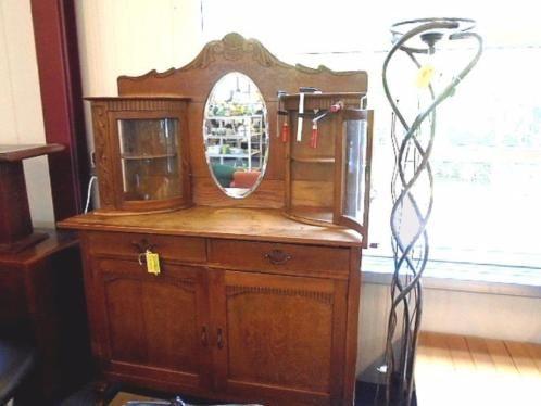 Zeer mooie oude eiken Buffetkast met gebogen glas, en ovale spiegel