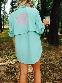 these would be an awesome idea for before wedding, getting ready shirt!