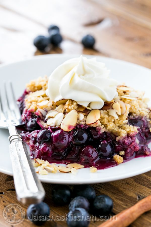 This blueberry crumble is a must-try recipe! Easy to make and absolutely delicious with layers of plump blueberries  crumbly topping @Natasha Patterson...