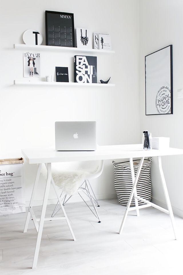 Room Inspiration - Weißer Raum mit hellen Stühlen möbeln - schwarzen Bildern - Arbeitsplatz  Stuhl DAR von Eames: https://modecor.com/Eames-DAR-Stuhl-in-Weiss