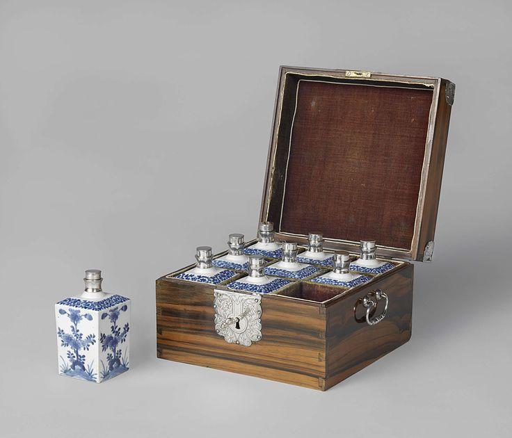 In de Gouden Eeuw ontstond een markt voor luxe goederen. Bijvoorbeeld: Delfts porselein zoals je op de foto kan zien.  Savannah en Salka