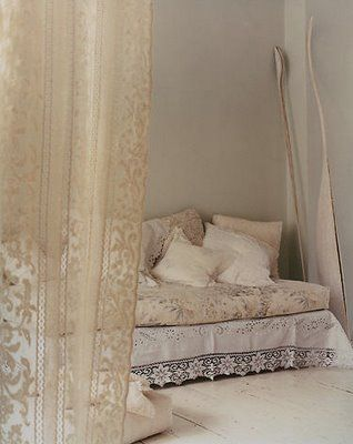 Lace: Home Bedrooms, Beds, Lace Curtains, Vintage Lace, Spare Bedrooms, White Bedrooms, White Lace, Dreamy Bedrooms, Nooks