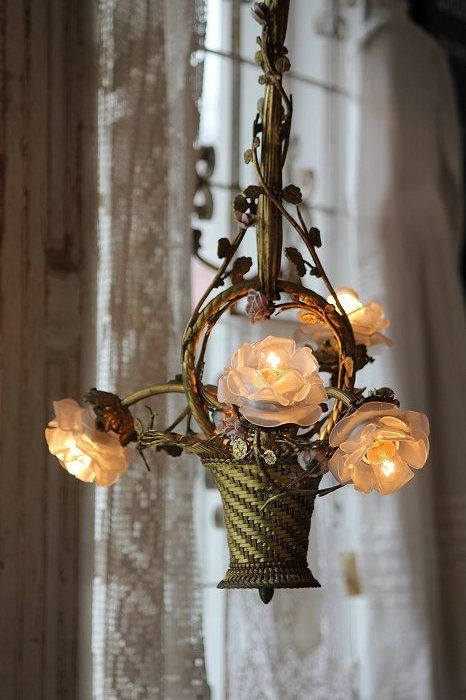 How lovely is this rose basket chandelier. Would be so great in a bedroom.