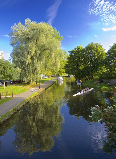 Union Canal ¦ used to walk to along here to get to uni. Easily accessible walk from Edinburgh city centre.