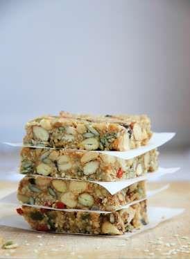 ¡Un snack perfecto para grandes y chicos!Lee nuestro artículo sobre barras de cereal hechas en casa ... - Rebañando