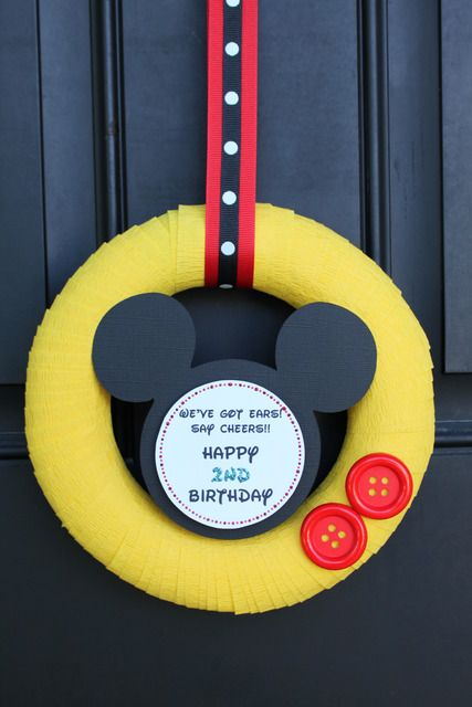 Mickey Decorations . Would be great with travel date in the middle and pictures pinned around the side too! #Mickey #DisneyDecor