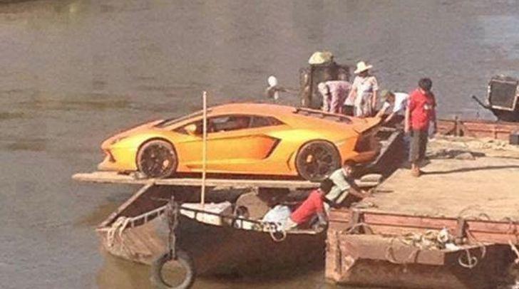 Lamborghini Aventador Crosses River With Boat Improvisation  Http://www.autoevolution.com/news/lamborghini Aventador  Crosses River With Boat Improviu2026