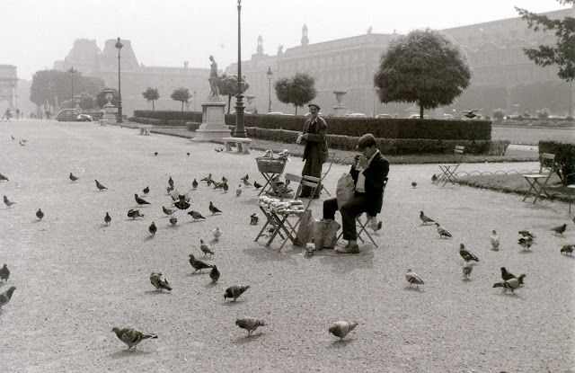 50 Vintage Photographs Capture Street Scenes of Paris in the Mid-1950s