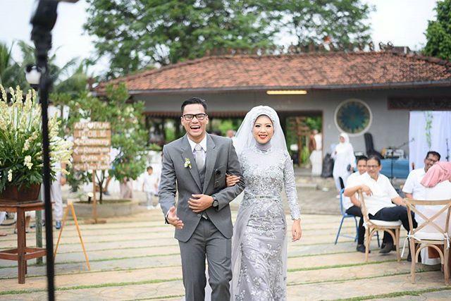 Happy face   #wedding #weddingmuslim #hijabbride #weddingdress #atrifalah