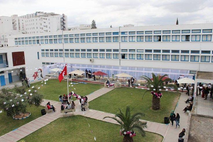 16 entreprises , 8 conférences ont eu lieu entre le 21 et le 22 avril dans le cadre du Forum de l'emploi qui à pris place à l'Essec de Tunis et qui a était conçu et organisé par la Junior Essect avec comme tête d'affiche des personnalités influentes dans le monde du travail , comme Mr Hssan Zarguouni (Sigma conseil) , le pionnier des sondages en tunisie , Mr Mohamed Ali Chaaben (Touness ta3mal) , Mr khalil zahouani (Dotit). L'intérêt de ce forum est d'initier les étudiants au marché de…
