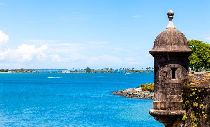 Porto Rico é um arquipélago pertinho da famosa República Dominicana, rodeadopelo Oceano Atlântico e Mar do Caribe. Sua capital, San Juan, possui cenários paradisíacos, história e oferece muito mais que lindas praias. Pouco explorada pelos brasileiros, engana-se quem imagina que