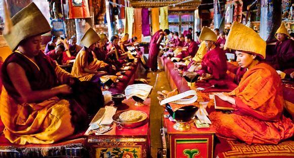 Yellow Hat Ceremony. Thashilumpo. Tibet