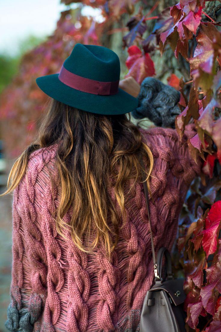 It's about time. A breeze of fresh air finally came knocking on our doors and it smells like fall. The air is crisp and it's time to layer. I've been holding on to this cardigan for weeks now, waiting for the perfect weather to wear it. I discovered the brand Lalo through More Is Love,...