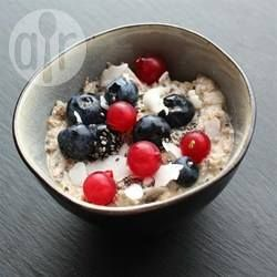 Buckwheat flakes, chia seeds, coconut, flaxseed, cinnamon and vanilla are soaked in milk overnight to make a deliciously healthy, gluten free breakfast. Simply heat it in the microwave the next morning and serve with berries