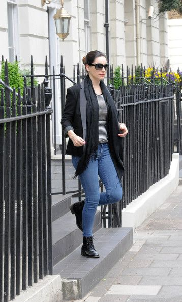 Kelly Brook Blazer - A crisp black blazer topped off Kelly Brook's look while out in London.
