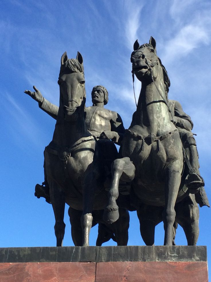 Памятник в честь 200 летия присоединения Осетии к России