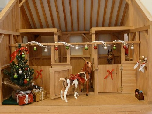 up stables model animals older collectibles nice breyer barn red horse folds horses barns