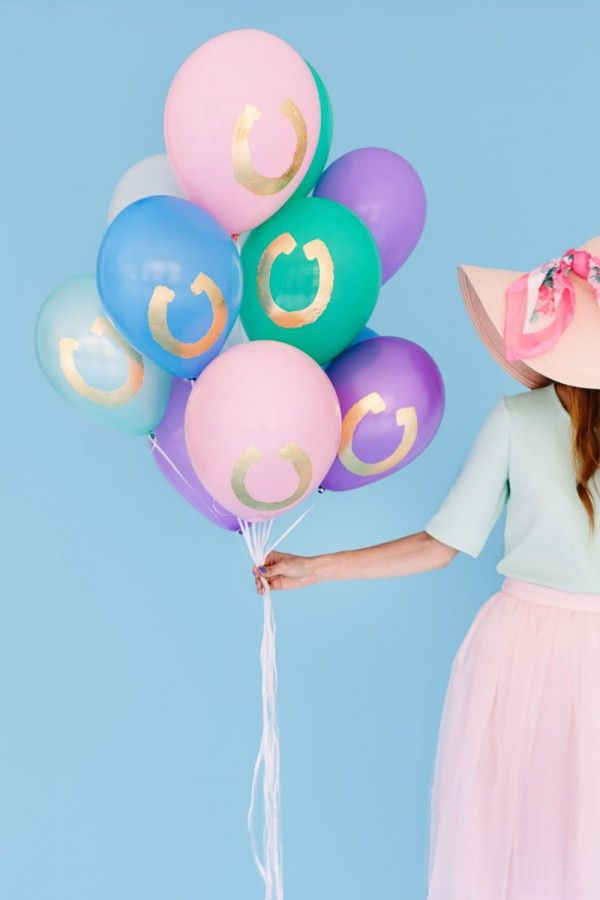 Love these horse shoe balloons!