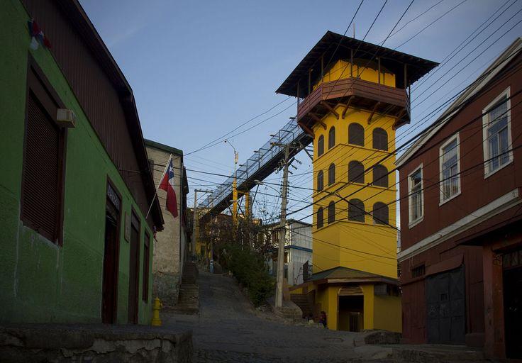 Acceso superior del Ascensor Polanco en el cerro del mismo nombre en Valparaíso, Chile.