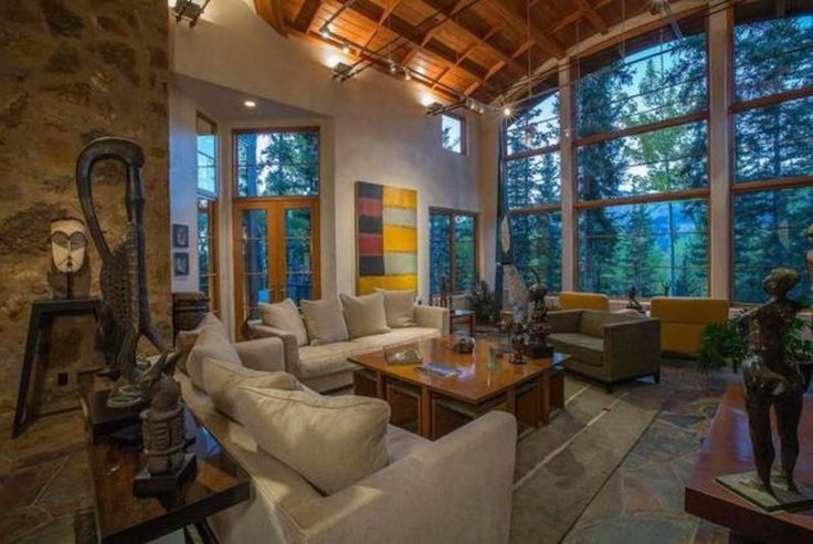 #TV #queen @Oprah certainly lives like a queen. 👸💛 Seek #inspiration from her #Colorado retreat: https://mansionly.com/magazine/2017/07/05/8-spectacular-celebrity-homes/  #home #decor #tips