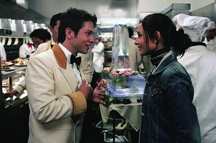 Freddy Rodríguez and Mía Maestro in Poseidon (2006)