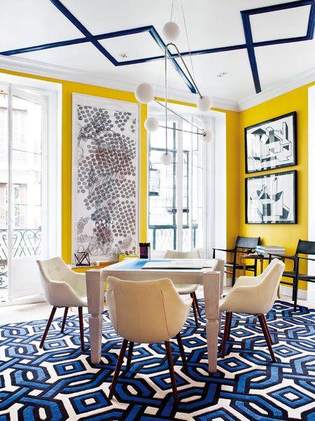 Zona de trabajo con paredes amarillas