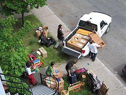 Le Jour du déménagement, le 1er juillet. La subsistance de cette coutume au Québec, qui semble unique au monde, a commencé à attirer l'attention des médias internationaux. À l'été 1998, une équipe de tournage de la BBC a ainsi séjourné dix jours à Montréal afin de réaliser un documentaire intitulé Under the Sun: Montreal Moving Day Madness afin de tenter d'expliquer ce phénomène au Canada.