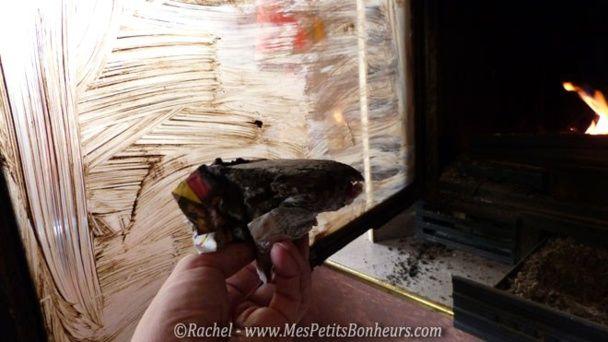 Astuce écolo pour nettoyer la vitre d'un insert ou d'un poêle