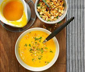 En frisk och nyttig soppa med sting! Fräs morötter och grönsaker i en kastrull och tillsätt riven ingefära, buljong och limesaft. Mixa soppan och servera med jordnötshack och nygräddade minibaguetter.
