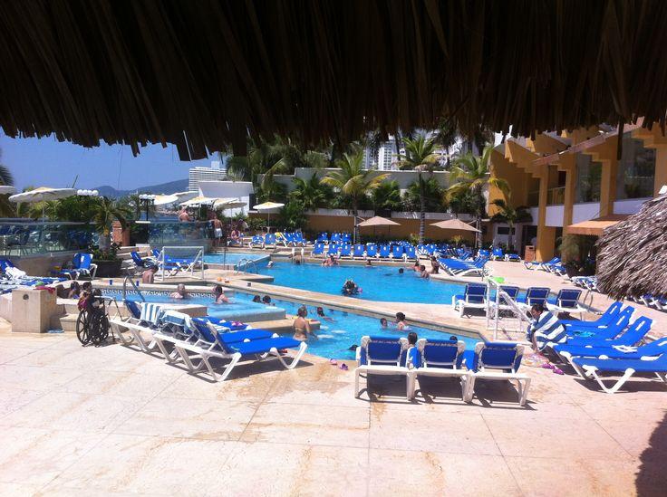Cop@News informa: Saludos desde el Bar Kontiki del HOTEL #Followers | Área de Alberca ;) #Acapulco te está esperando ... #alberca #solecito #ambientefamiliar (y)