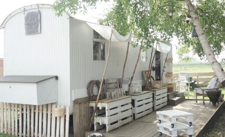 Bring on the pallets!... Against wall/fence tables!