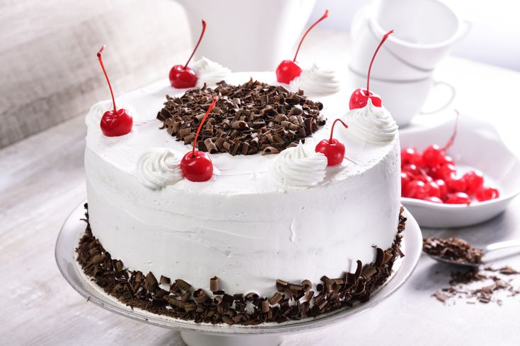 Este pastel es un clásico de la repostería alemana, con su exquisito gusto a chocolate y licor de cerezas, se convierte en una explosión de sabores que a todos encanta, no pierdas la oportunidad de sorprender a tus seres queridos con este espectacular pastel.