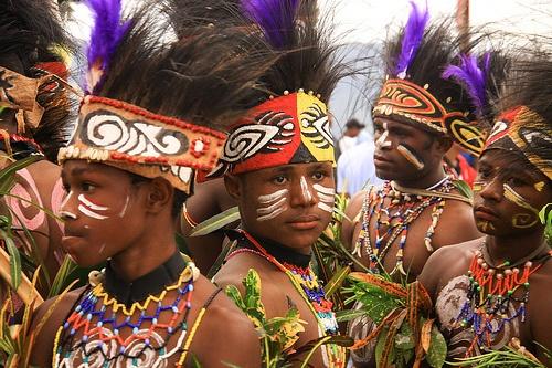 Beautiful Papuans Dance group, Sentani lake Festival by Carolincik, via Flickr