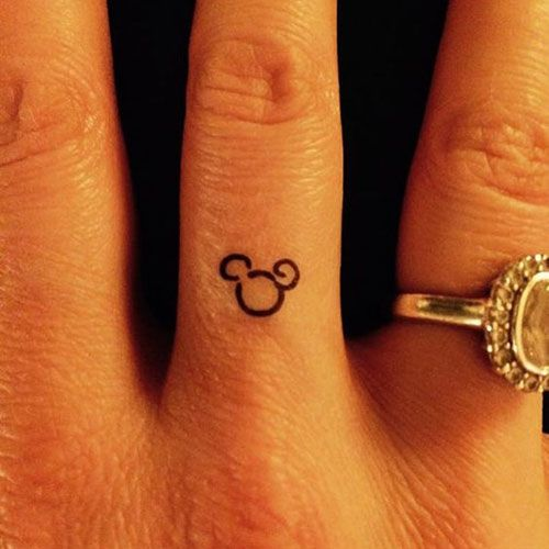 Kleine Mickey Mouse Tattoo