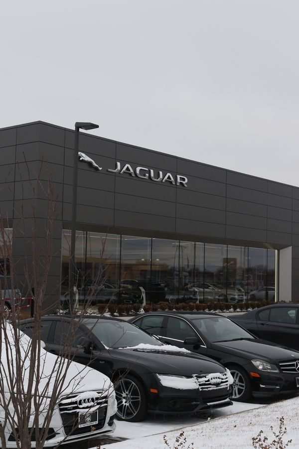 Zeigler Buying Three Luxury Auto Dealerships In Schaumburg Hoffman Estates Luxury Cars Automotive Group Luxury