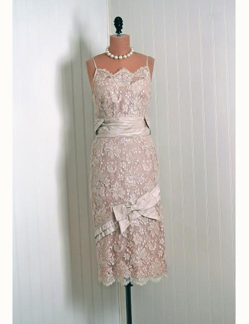 1950's Champagne-Beige French Chantilly-Lace Bridal Wedding Dress
