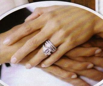 eva longoria's engagement ring    http://www.diamondsdesigners.com